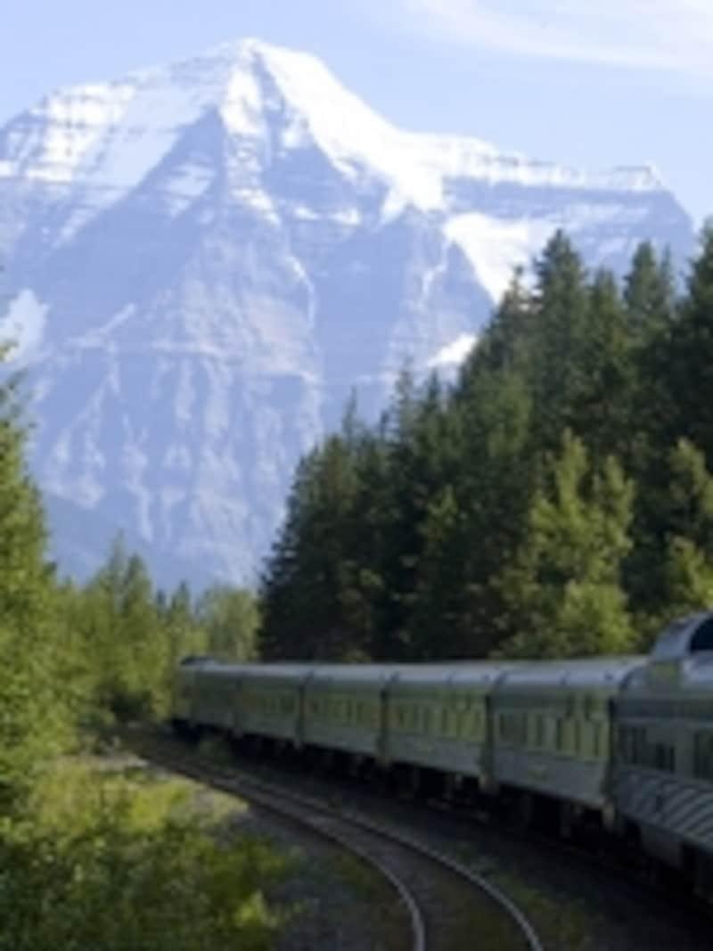 列車からはカナディアンロッキー最高峰のマウントロブソンが見えることも…undefined(C)VIARail