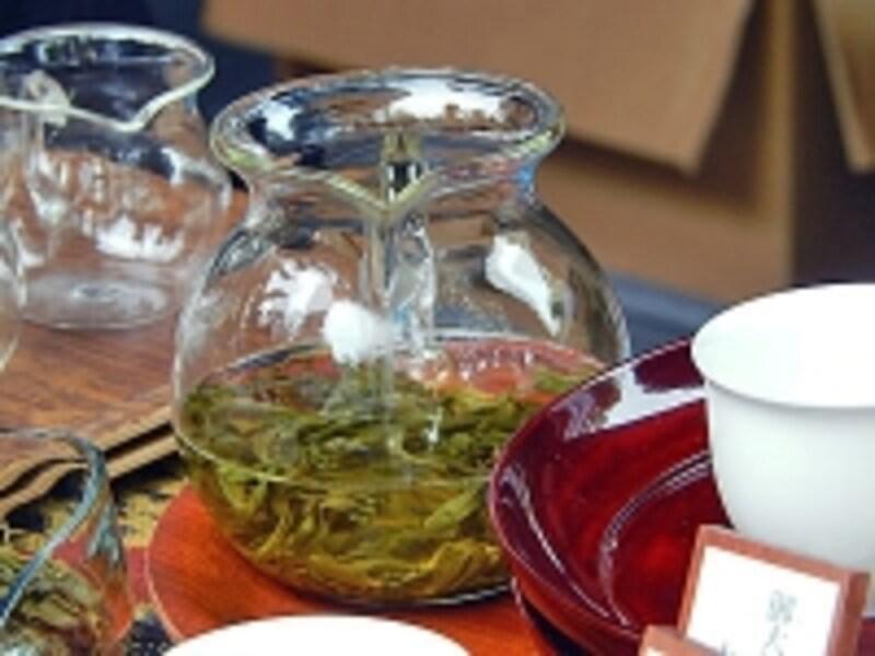 中国茶のように茶海を使って淹れる国友農園のりぐり山茶