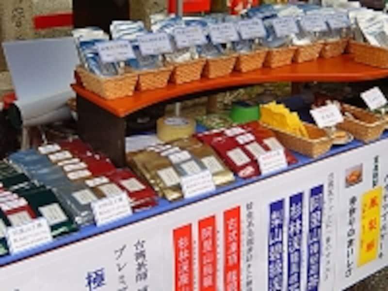 台湾茶師浦山氏が選んだ台湾茶がずらりと並ぶChinaTea茶泉