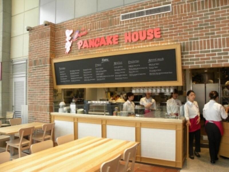 「オリジナルパンケーキハウス」の店内は明るい空間