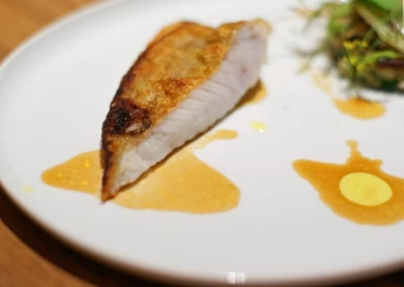 黄ハタのポワレundefinedタケノコと山菜のガレット