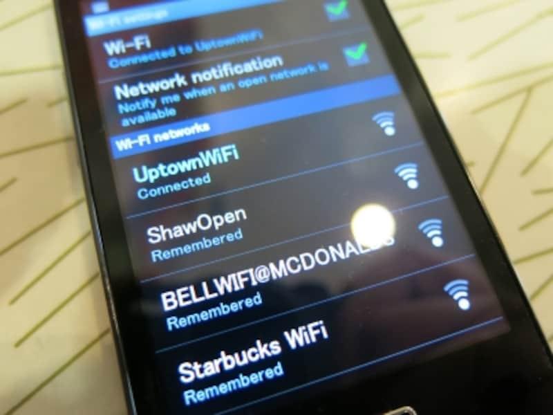 StarbucksWIFIのように、ネットワーク名はひと目でわかるような場合がほとんど(C)BlueWorks
