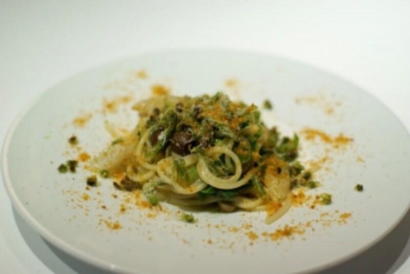 富士山の様々な天然山菜とカラスミのスパゲッティ