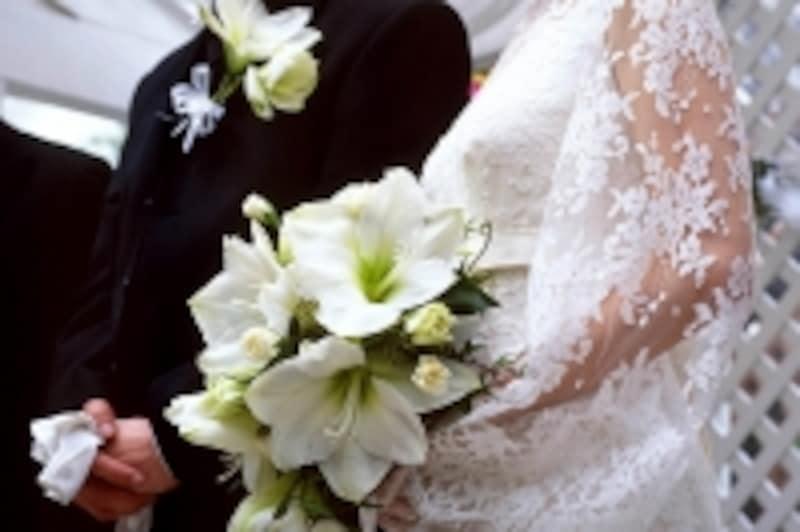 結婚式の費用は高額になりがち。大半は見積よりも高額になるので、トラブルの原因になりがち。事前にしっかりチェックしたい