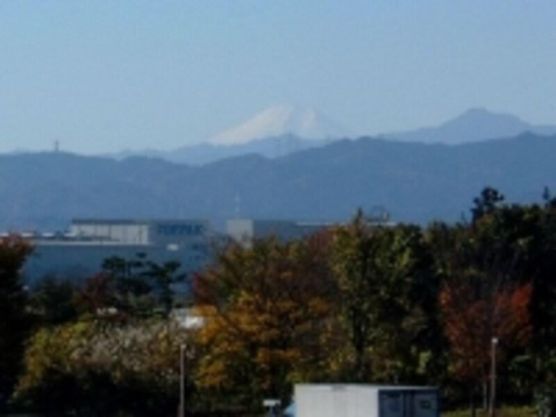 関越自動車道高坂サービスエリア(下り線)から眺める富士山