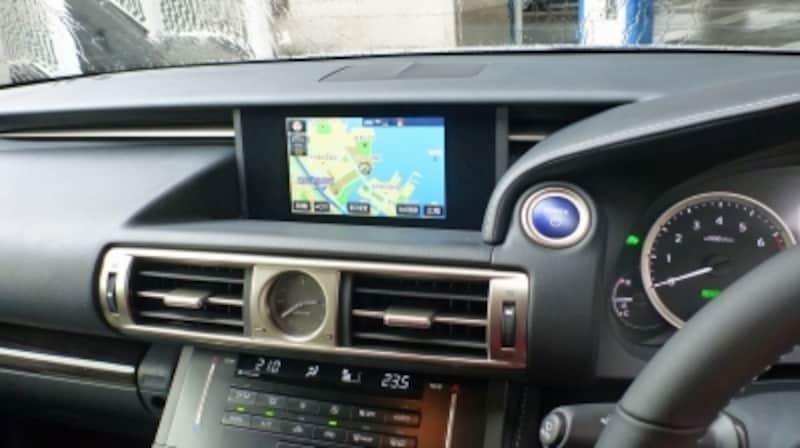 新型レクサスISの車内