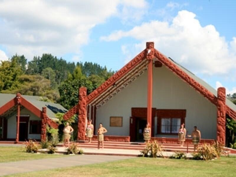 ニュージーランド先住民族マオリの文化が色濃く残るロトルア