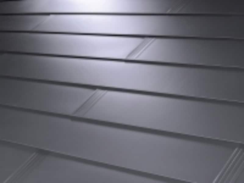 重ね葺きリフォームに適するカバー工法に対応した屋根材。[金属屋根材undefinedスマートメタルundefinedブラック]undefinedケイミュー