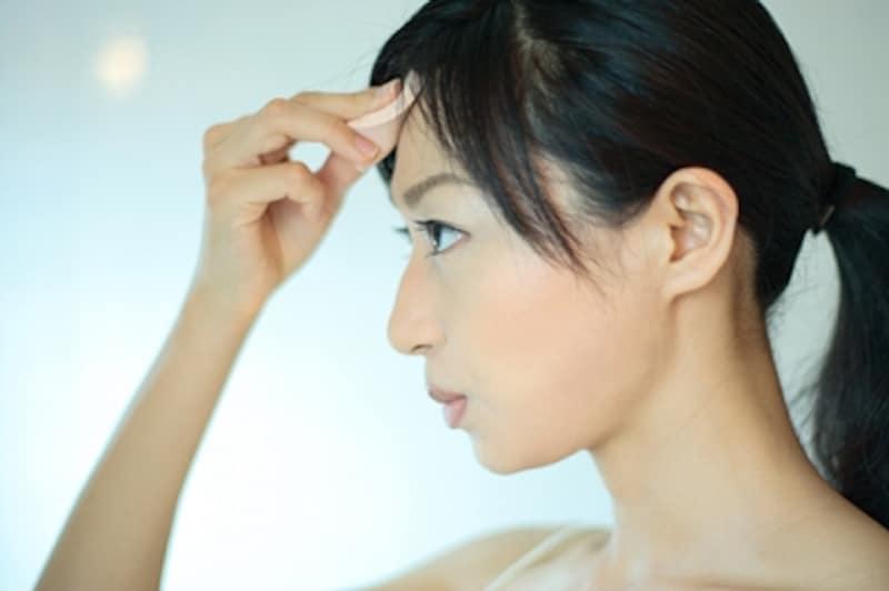 皮脂の過剰分泌によって起こるテカリやベタつき、そのままにしていませんか?