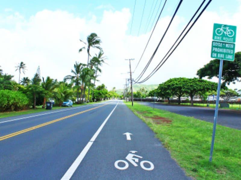 自転車も車と同じ右側通行。カイルアタウンには自転車レーンも多い