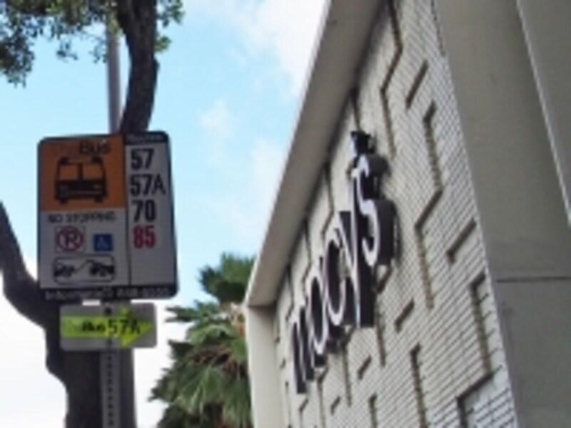 カイルアタウンのメイシーズ前バス停が乗り換えポイント