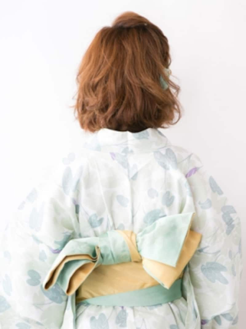 ボブ浴衣・ねじってサイドに留める変形ポンパドール