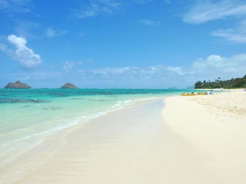 全米No.1ビーチに輝いたラニカイ・ビーチ。双子のモクルア島を眺めながらのんびり過ごしたい