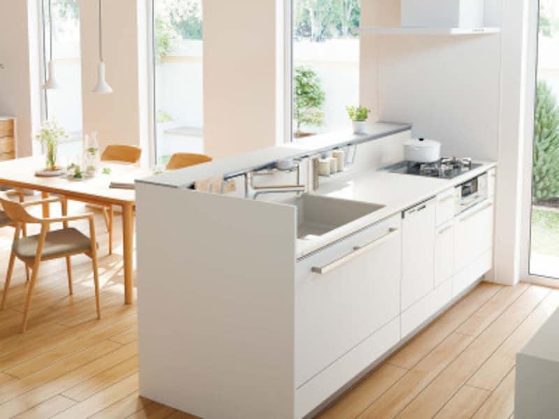 サービスカウンター付きのステップ対面式キッチン