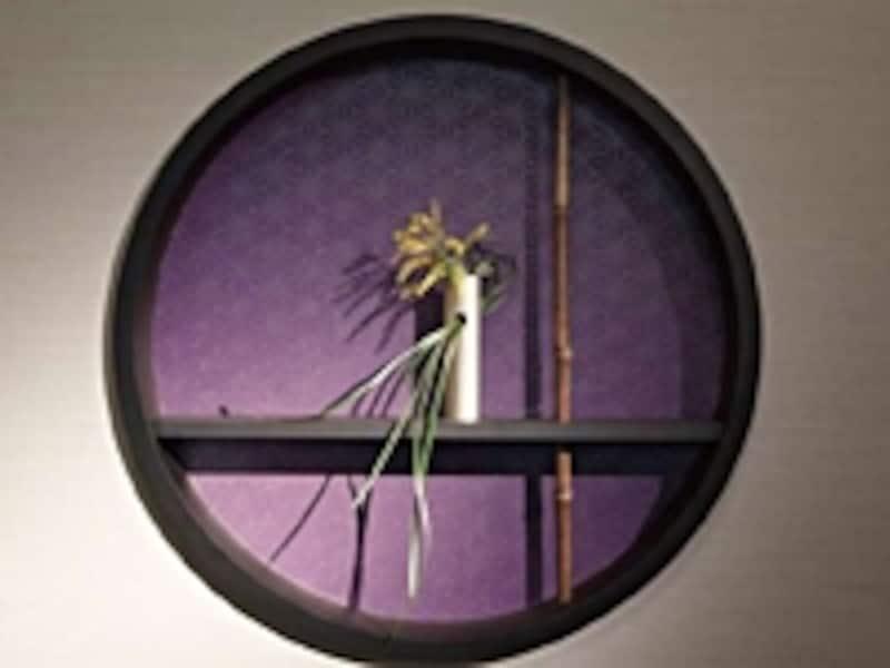 和室には金や紅、紫金など洋室では見慣れない和の色がよく似合う(リリカラ)