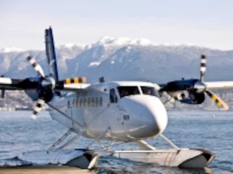 ビクトリアへの水上飛行機は、ダウンタウンの港から発着(C)TourismBC/KevinArnold