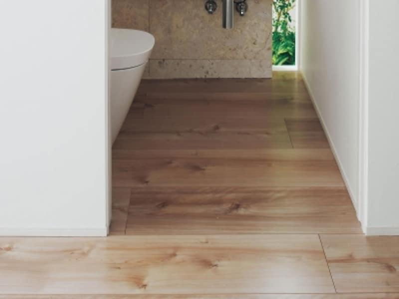 トイレの木の床