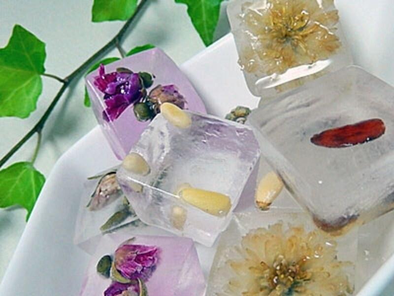 ご家庭の製氷で簡単に作れる花茶入りの氷