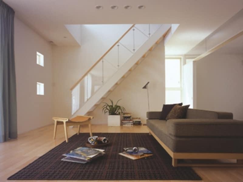 一方の壁がない「オープン階段」なら、リビング内にあっても圧迫感を与えません
