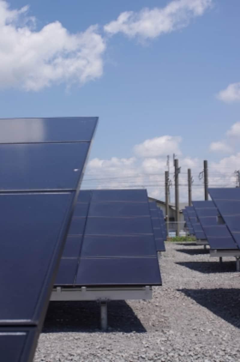 太陽光発電パネルは効率の良い角度、雪対策を考慮して20度の勾配となっている。