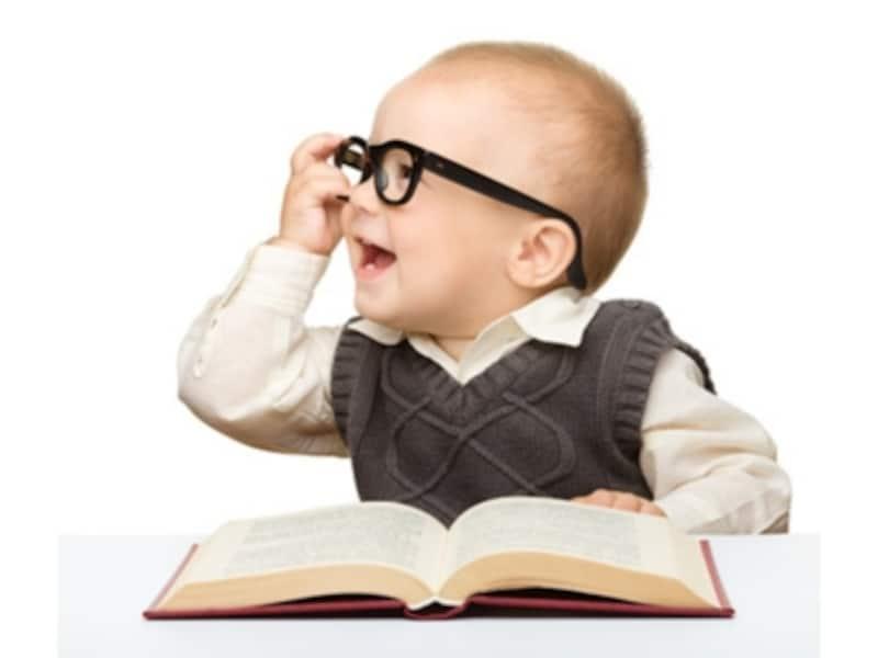絵本が好きな赤ちゃんのイメージ画像