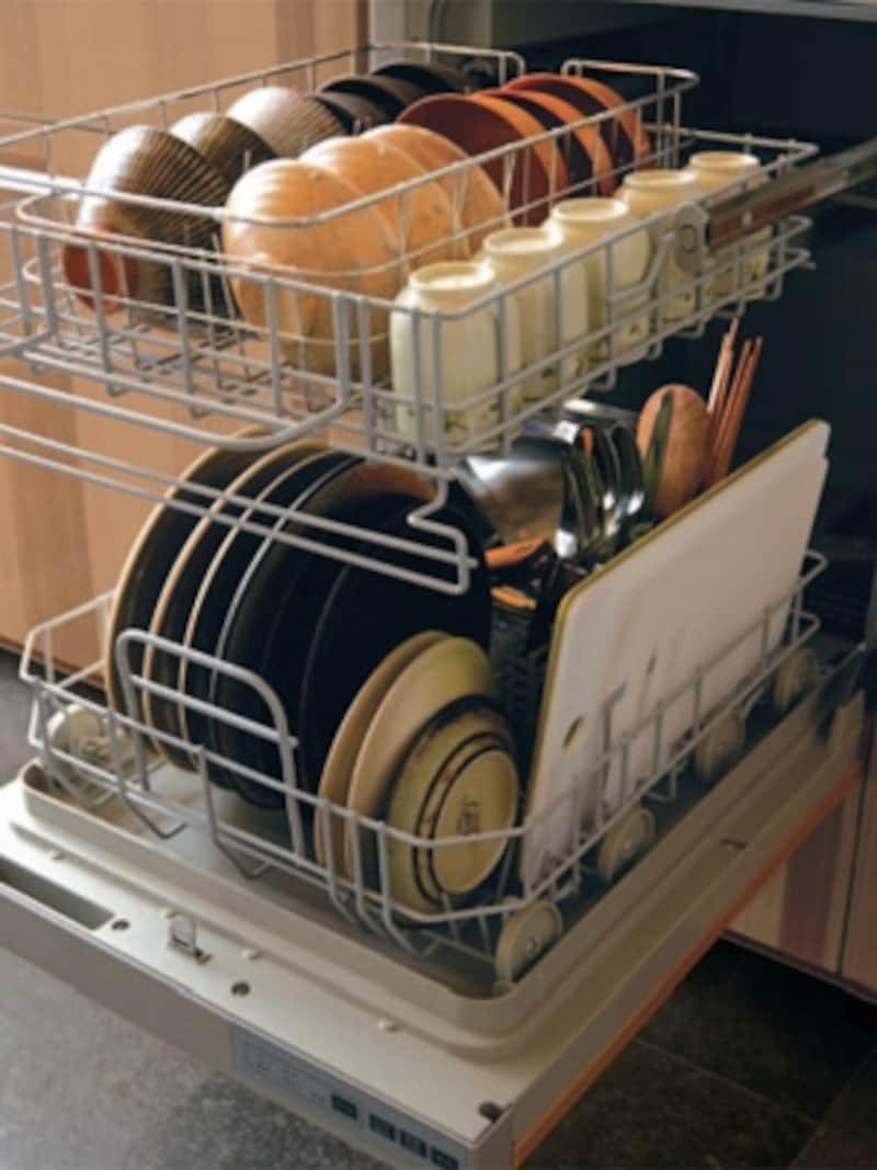 庫内の余裕が魅力。新たに復活したフロントオープン式の食器洗い機(TOTO)