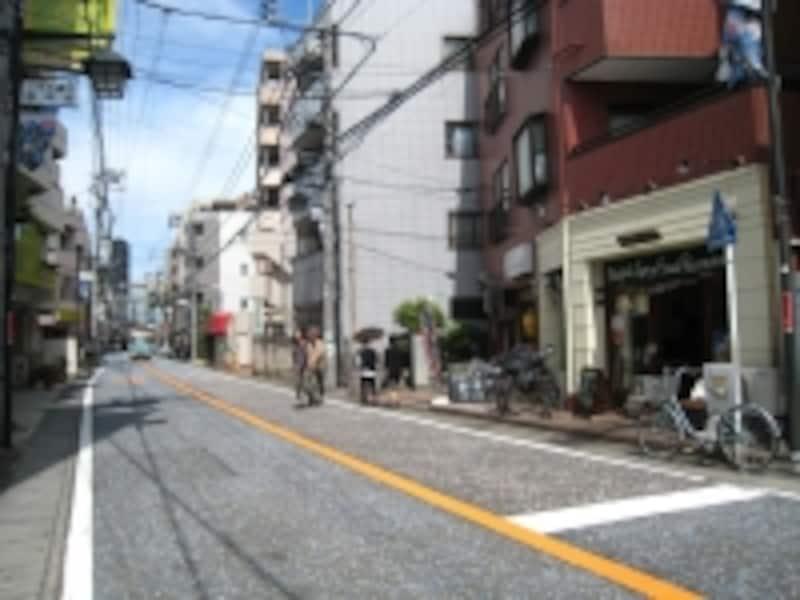 街道沿いのマンション