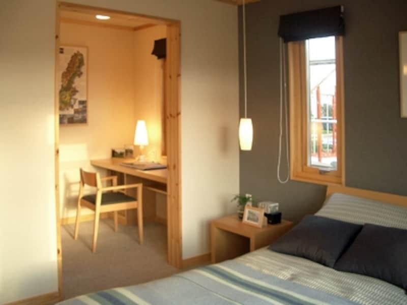 寝室奥には、書斎やウォークインクローゼットがあり、充実したプライベートスペースになっている。