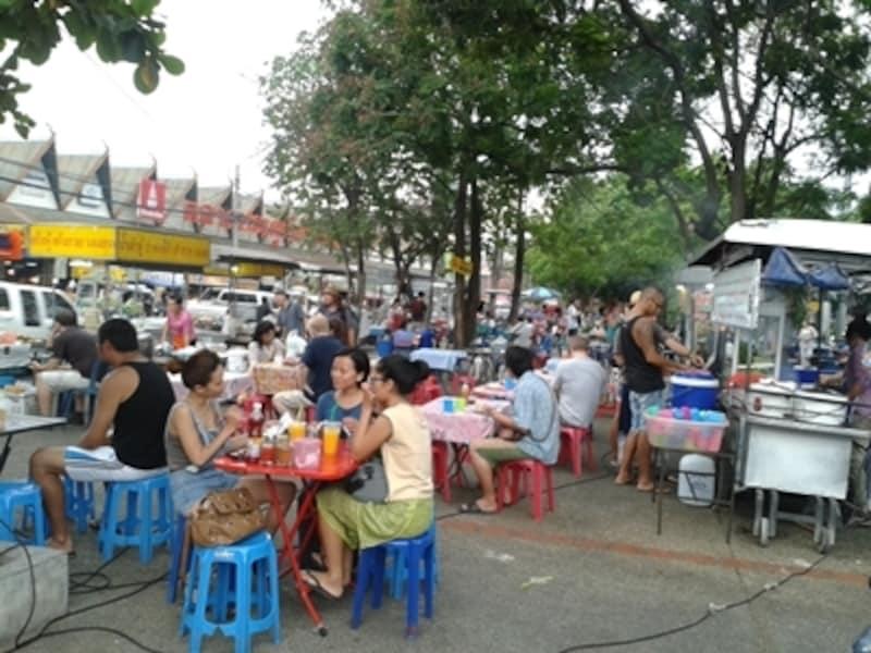 チェンマイ門,屋台街