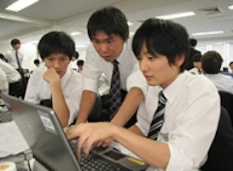プロジェクト型のインターンシップでは学生同士が切磋琢磨し合う