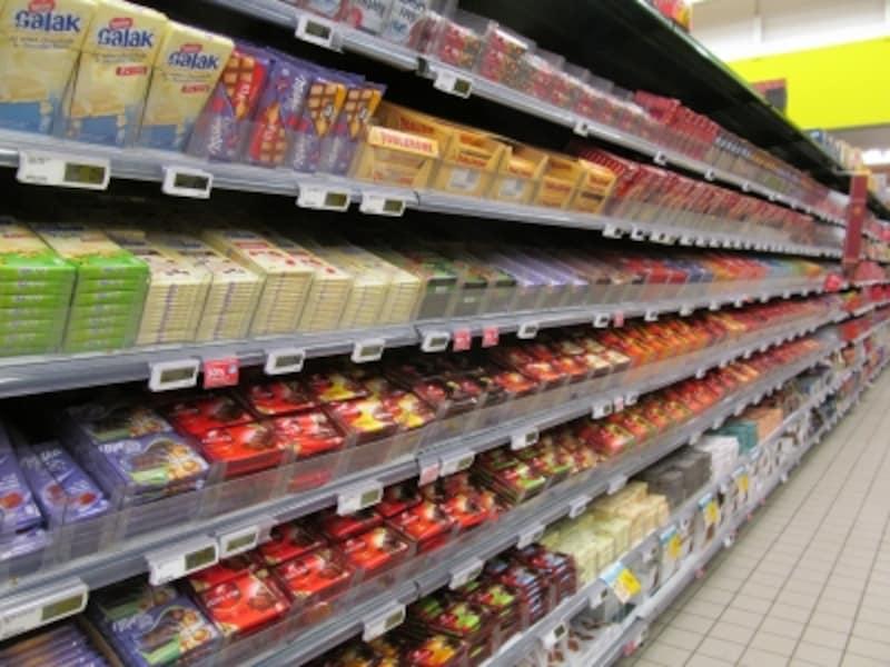 ベルギーのスーパーは棚全部がチョコ売り場