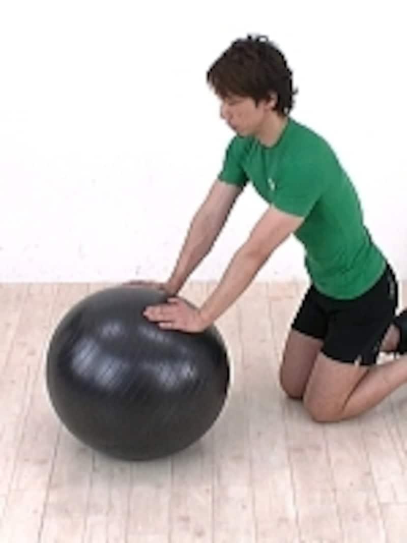 バランスボールは元々リハビリの道具。ただ座っているだけでもトレーニングになる