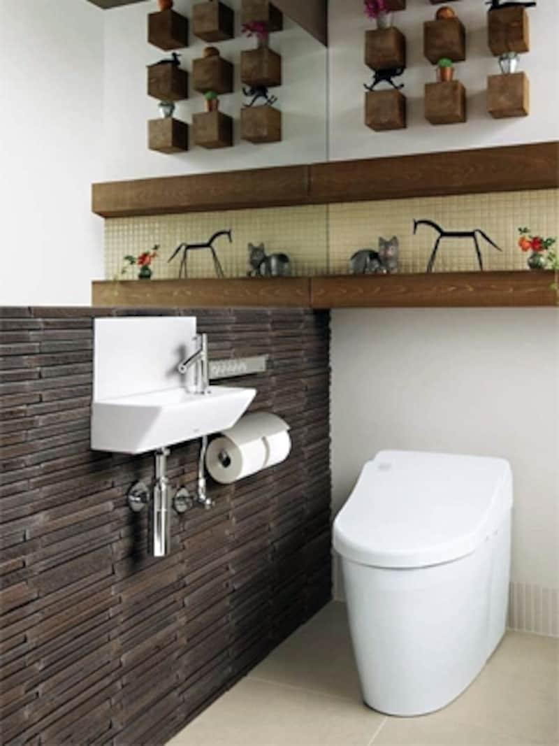 0.4坪のトイレの内法は、77cm×1m20cm程度。マンションや一戸建ての2階、階段下の小さなトイレに多い。