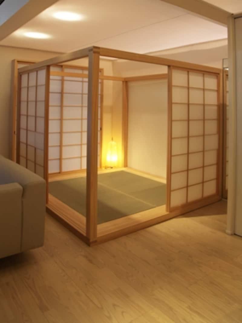 喜多氏が得意とする「障子結界庵」は移動可能。茶席やひな祭りなどの伝統行事以外に、寝室や介護の部屋としても使える。