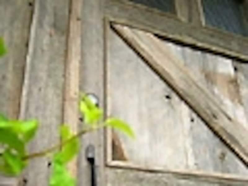 DIYリフォーム実例!アンティークな木製玄関ドア