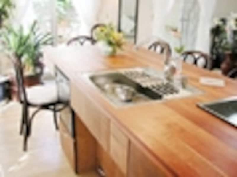 DIYリフォーム実例!家族が集うテーブルキッチン