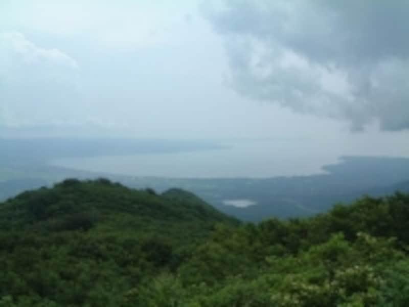 大佐渡スカイラインから眺めた美しいカーブを描く真野湾の海岸線