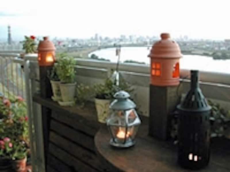 DIYリフォームが終わって、ベランダから景色を眺めながらお茶を楽しむ。