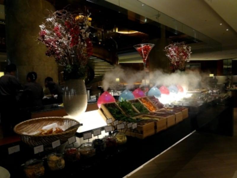 サラダと前菜のブッフェ台