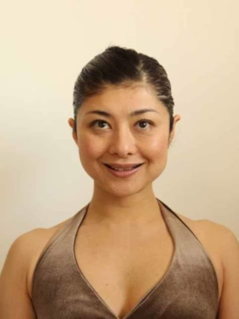 口角アップの顔ヨガ「おいしい顔1」