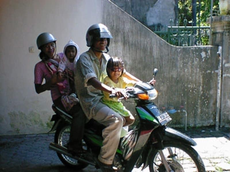 オートバイ、数人乗り