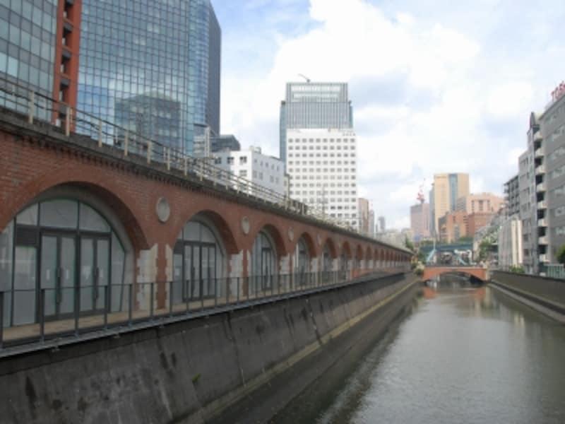 神田川沿いの赤レンガ高架橋