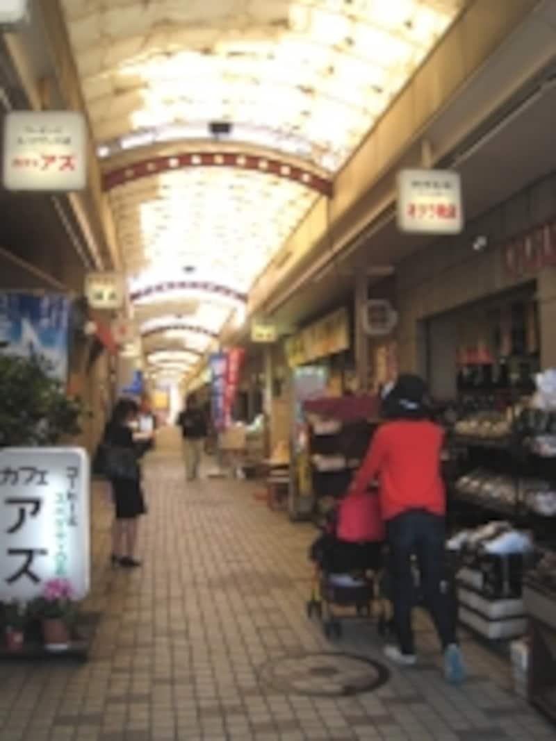 レトロな雰囲気の商店街