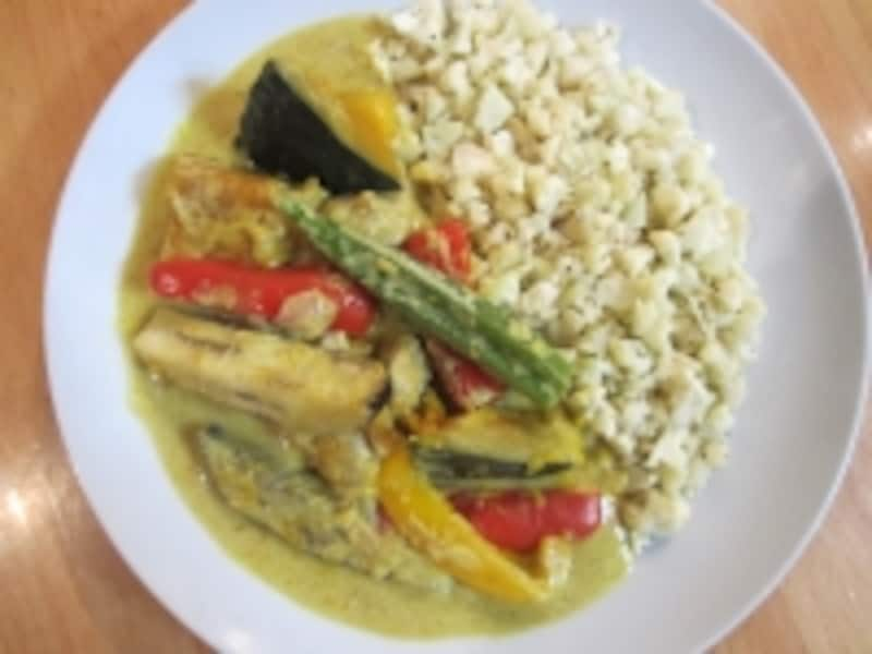 お米なしでも美味しく作れるカリフラワーライスの原始風タイカレー