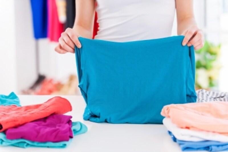 たたむ衣類とたたまない衣類(ハンガーにかける服)の見分け方を紹介