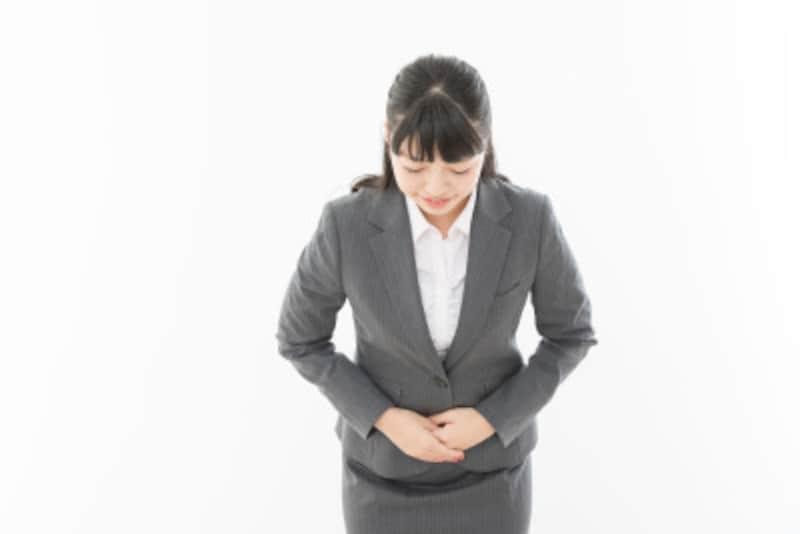 女性はお辞儀のときに手を前に重ねる