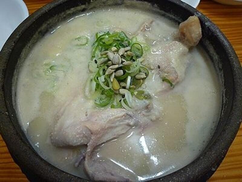 ソウルで超有名なサムゲタンがこれ。栄養たっぷりです