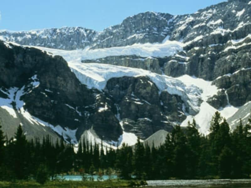 Vサインを横にしたような形が印象的なクロウフット氷河(C)TravelAlberta