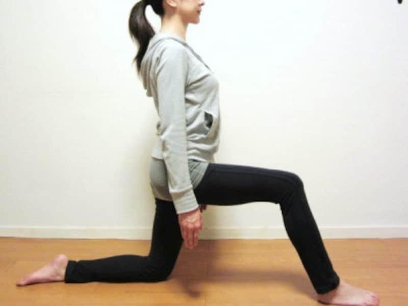 脚幅は、股関節の広さを目安にしましょう。