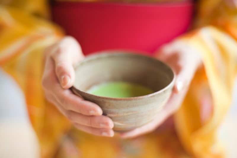 レベルに応じて教わる内容が異なる茶道では、まずは「許状」をいただいてから、おけいこを受けることになります